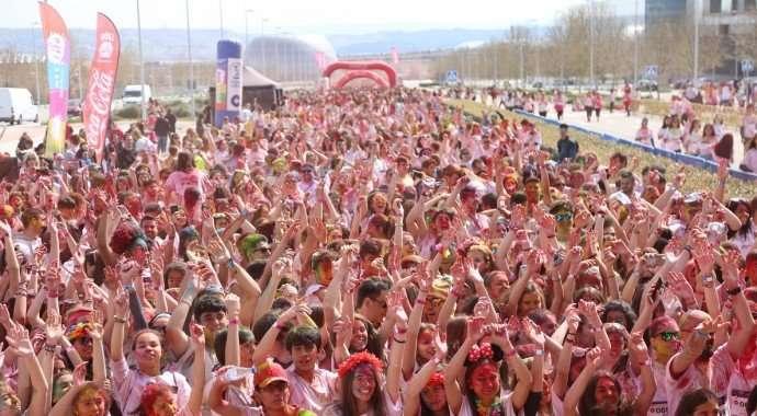 Valdebebas de nuevo la perfecta anfitriona recibiendo a más de 8.000 personas en la carrera de colores Holi Run