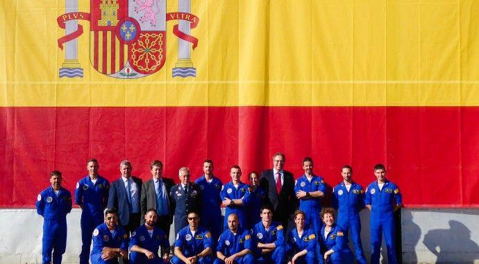La bandera de España más grande de la historia entregada al Ejército del Aire