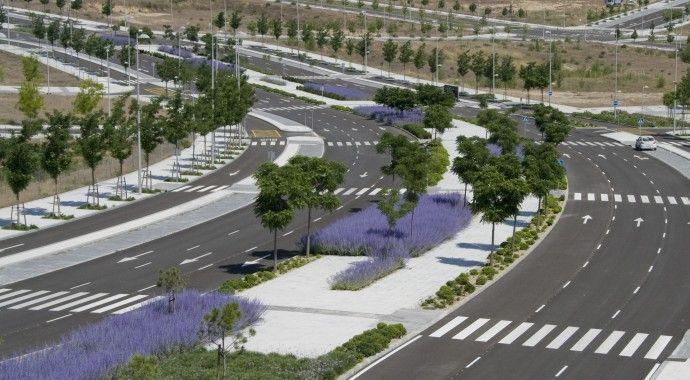 Plan de choque contra los accidentes de tráfico en Valdebebas: semáforos y sistemas para moderar la velocidad