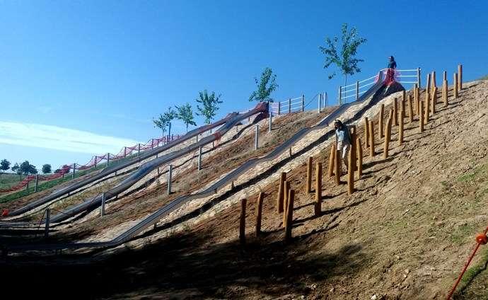 Nueva Zona De Toboganes Tirolina Y Juegos De Agua En El Parque