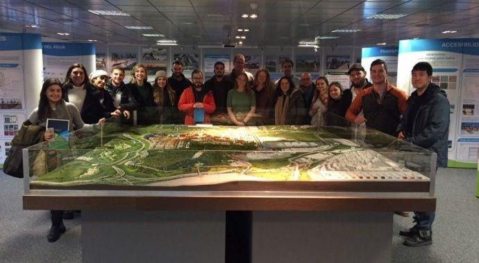 Un grupo de estudiantes de la Universidad de Texas en Austin visitan Valdebebas