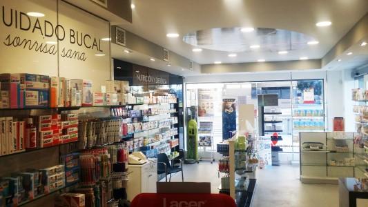 La nueva Farmacia se ubica junto a la escuela de inglés Helen Doron Valdebebas y la clínica veterinaria Vera Valdebebas